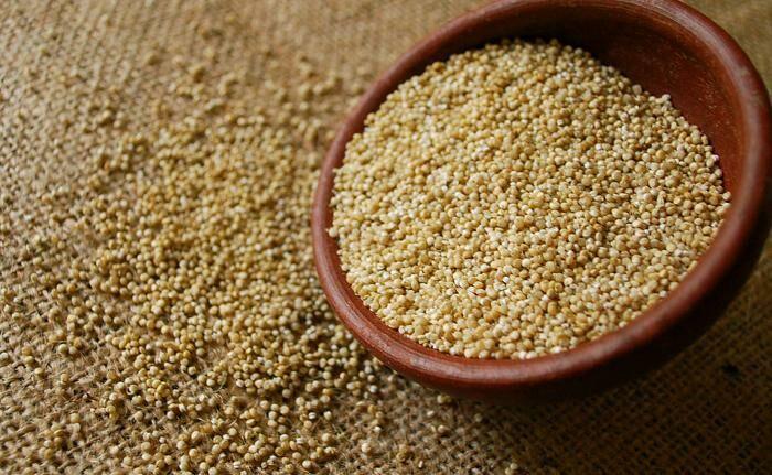 A quinoa Íze semleges ezért egyaránt lehet édes és sós változatban is elkészíteni. Különösen gazdag káliumban, kalciumban, magnéziumban, vasban és foszforban, ezenkívül B-, C-, és E-vitamint tartalmaz.