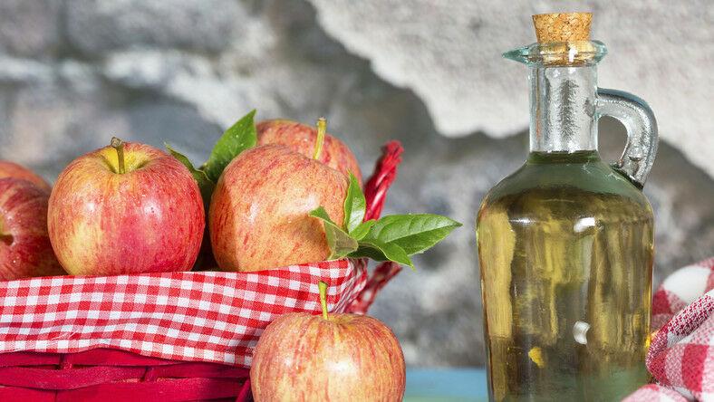 A módszer egyszerű, a fogyás érdekében fogyasszunk almaecetet éhgyomorra.