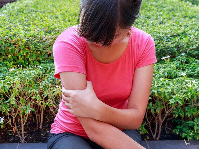 Ízületi gyulladás esetén a tünetek enyhítésére ajánlott valamilyen készítményt használni. Ízületi gyulladásra első körben olyan krém használata ajánlott, amely természetes hatóanyagú és nem tartalmaz szteroidokat.