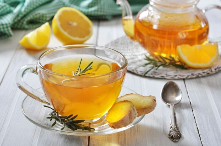 A gyömbér tea népszerűségét annak köszönheti, hogy rengeteg betegségre, köztük gyomorrontásra, megfázásra és köhögésre is kiválóan alkalmazható.