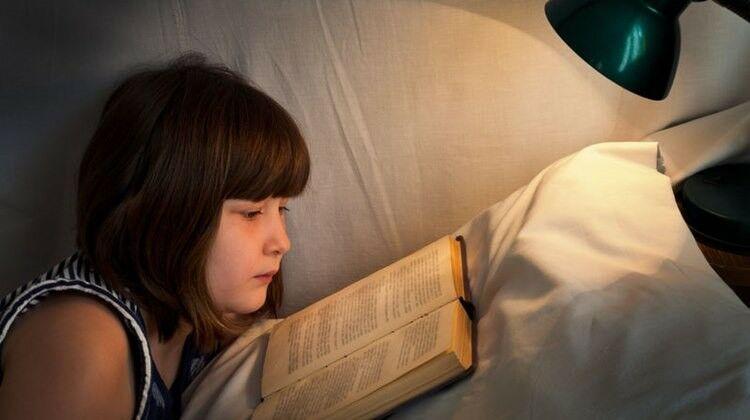 Rontja a szemet a tompa fénynél olvasás?