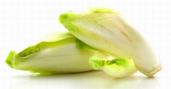 Segíti az emésztést, tartalmaz ásványi sót, rostokat, meszet és foszfort is. Nem sokkal kevesebb a karotin (A-vitamin)- tartalma, mint a sárgarépáé, ami azért nem kis szó.