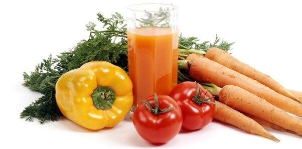 A kelkáposzta tartalmaz A-vitamint, C-vitamint és K-vitamint is.