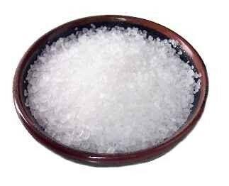 Torokfájásra igyál sós vizet