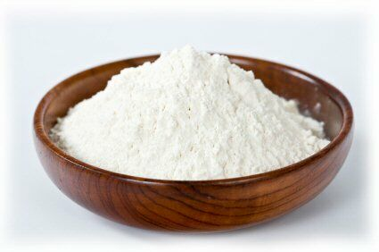 Recept otthoni fogkrémre: Egy teáskanál szódabikarbóna, egy negyed teáskanál hidrogén peroxiddal. Mielőtt használjuk jó alaposan keverjük össze az összetevőket.