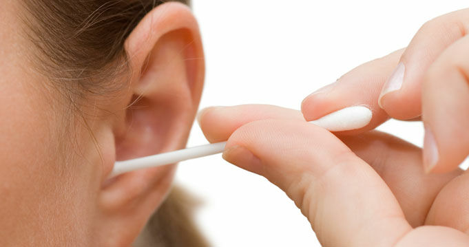Így tisztítsd a füledet.