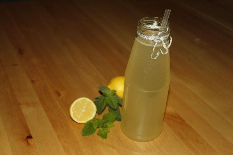 Készíts citromfű szörpöt.