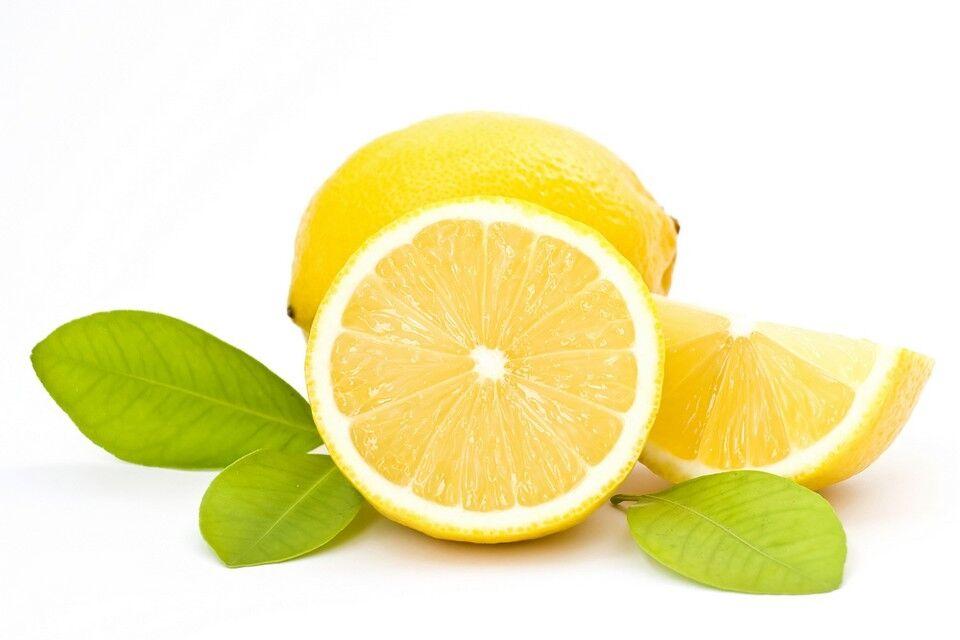 A citromnak gyógyító hatása van. A benne lévő aszkorbinsavnak köszönhetően nagyon jól használható vérszegénység, ízületi gyulladások, epe- vagy vesekő, valamint vesehomok esetén, de láz, herpesz, ödémák, magas vérnyomás és más betegségek kiegészítő gyógymódjaként is hatásos lehet.