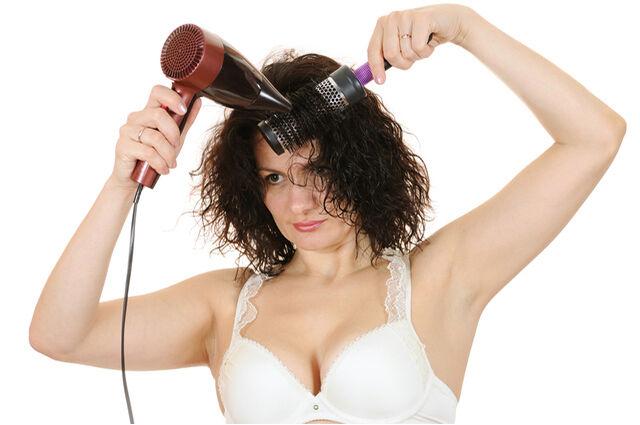Ismerd meg a hajszárító káros hatásait.
