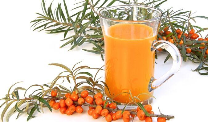 A termése augusztus elejétől szeptember végéig érik be, de ha megcsípi a dér, akkor válik igazán finommá. A bogyó színe a sárgától a narancsvörösig változó.