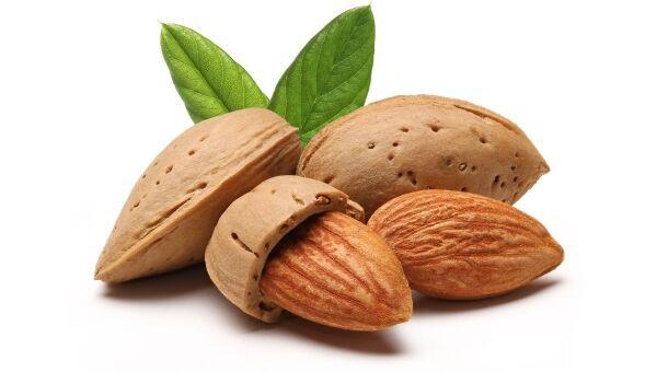 Kiváló B1-, B2-, B6- és E-vitamin- forrás a mandula. Sok káliumot, kalciumot, magnéziumot és foszfort is tartalmaz.