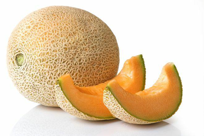 A sárgadinnye június végétől szeptemberig érik. Több fajtája létezik, héja lehet barázdált, sima vagy hálós. Húsa lehet zöldes vagy sárga.