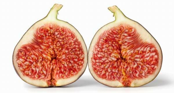 A füge pozitív hatásai. Az egészséges füge létfontosságú ásványi anyagokat és számos vitamint tartalmaz, köztük A-, B1- és B2 vitamint.