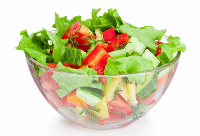 Készíts C-vitamin salátát.