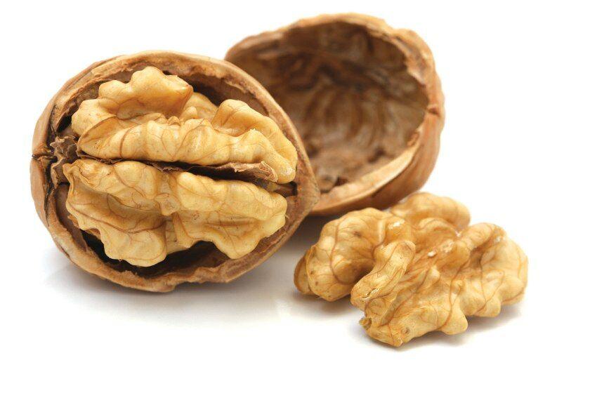 Dió használata az idegek megnyugtatására. A dióbél esszenciális zsírsavakat, sokféle vitamint, kalciumot, fluort és magnéziumot tartalmaz, továbbá értékes fehérjéket.