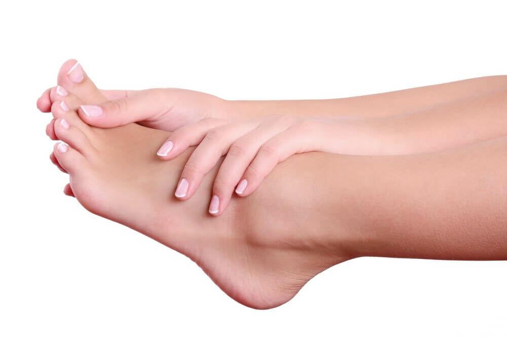 A bedagadt láb okai és tünetei.