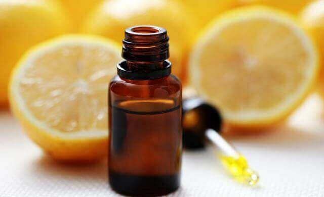 A citromolaj kiválóan alkalmazható köhögés, torokfájás, megfázás és felsőlégűti betegségek enyhítésére.