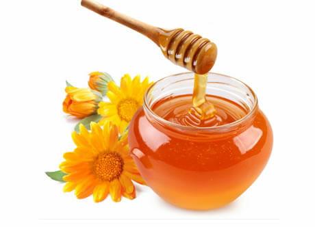 A méz is egy természetes édesítőszer.