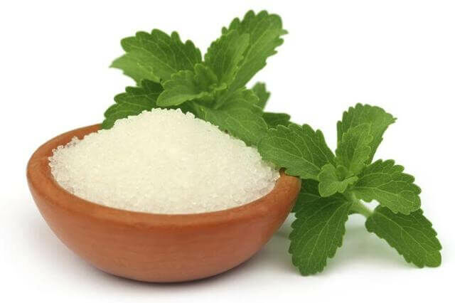 Nagyon jó természetes édesítőszer a stevia.
