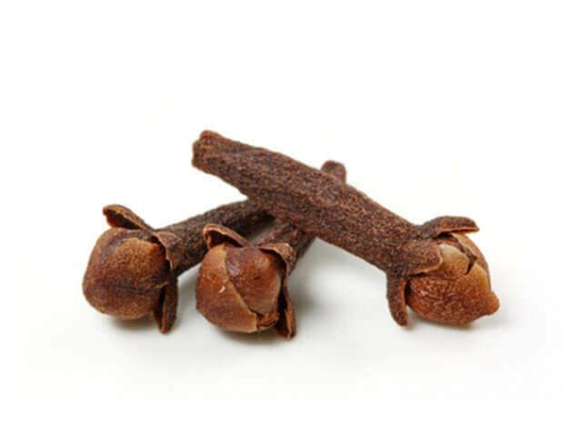 Szegfűszeg: Fertőtlenítő és gombaellenes hatású. Nyugodtan használható gyulladások kezelésére és gyógyteák alapanyagaként.