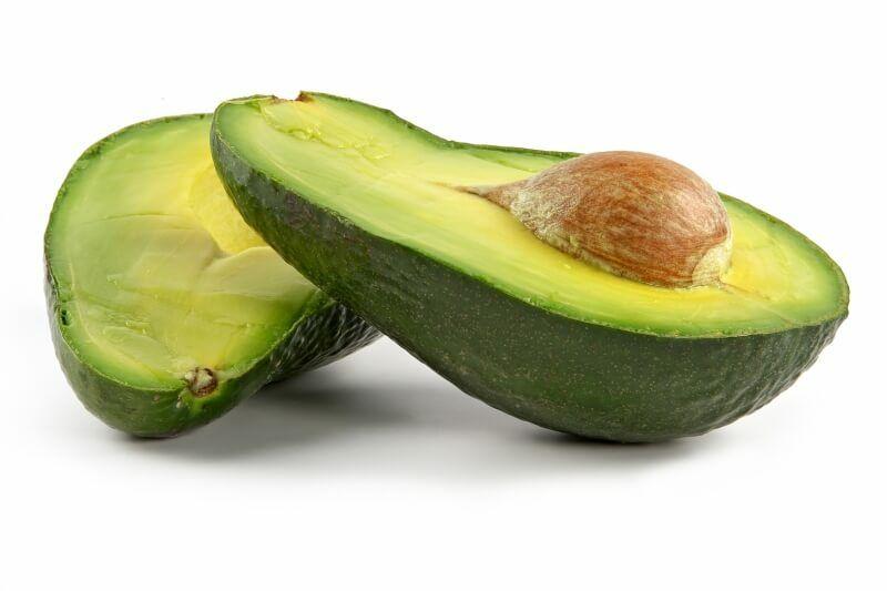 AZ avokádó azon gyümölcsök közé tartozik melyben megtalálható a K-vitamin. Most megtudhatod, hogy milyen ételekben fordul még elő a K-vitamin.