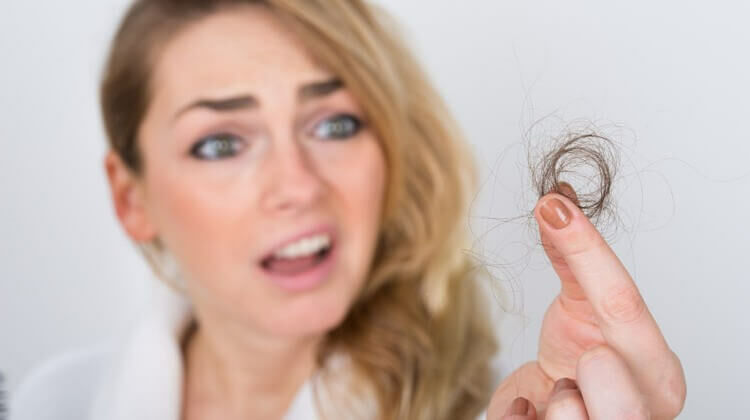 A hajhullás hátterében sok kiváltó tényező is állhat. Érdemes tisztában lenni, hogy melyikkel állunk szemben!