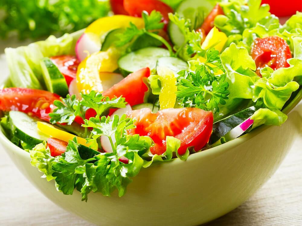 Zöld saláta készítés. Egy finom zöld saláta receptje
