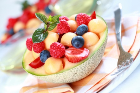 Készíts ízletes gyümölcssalátát.