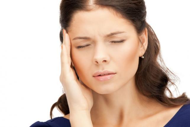 Fejfájás esetén orvoshoz fordulni.