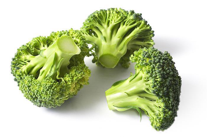 Vasban gazdag zöldségek.