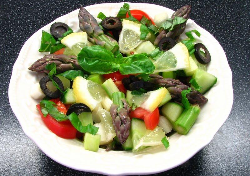 Zöldspárga saláta recept.