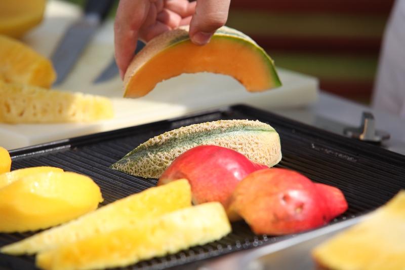 Gyümölcs grillezés